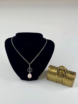 Picture of Louis Vuitton Pearl Idylle Blossom Necklace